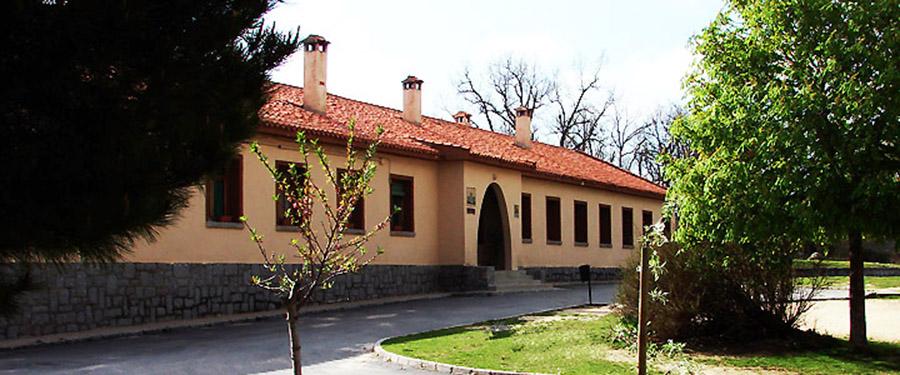 ALBERGUE GRANJA ESCUELA SEGOVIA www.puertadelcampo.es ALBERGUE EDIFICIO DORMITORIOS