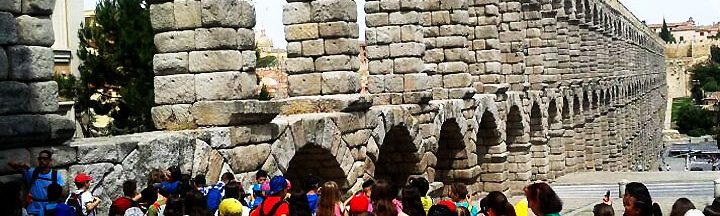 ALBERGUE GRANJA ESCUELA SEGOVIA www.puertadelcampo.es GRANJA ESCUELA EXCURSIÓN SEGOVIA